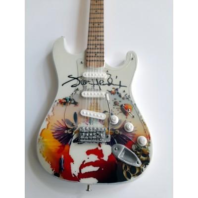 Jimi Hendrix Tribute Miniature Guitar Exclusive 2