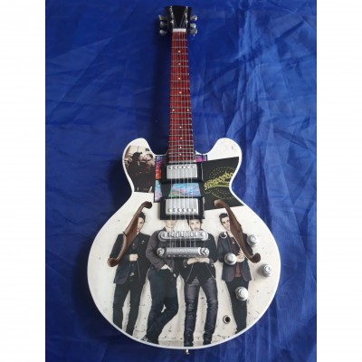 Stereophonics Tribute Miniature Guitar Exclusive